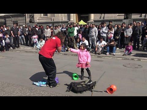 The entertainer *Artista* at Plaza de Armas Santiago de Chile