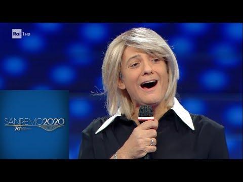 Sanremo 2020 - Fiorello apre la serata nei panni di Maria De Filippi