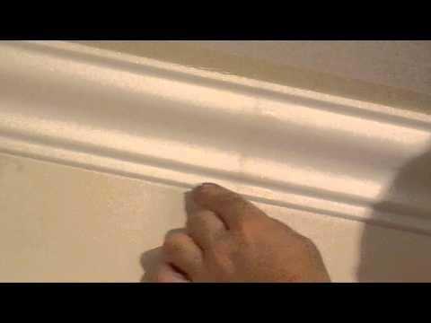 видео: Покраска потолчного плинтуса(багета)подготовка