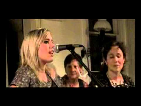 Noelle Caramanna Performs at Ridgewood Unplugged Season III (2007)