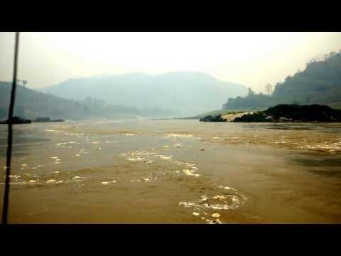 Laos : Mekong : Trash and Eddies