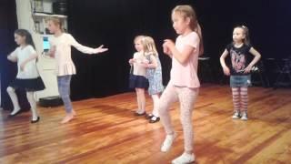 Урок народного танцю в Українській школі СФ - квітень 2017.