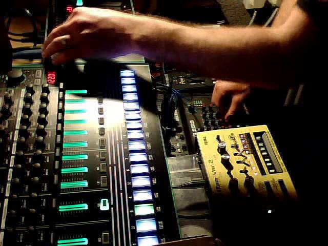 BGR - Acid Techno Messing - TR-8 & TB-3 with Echo Machine - House - Minimal
