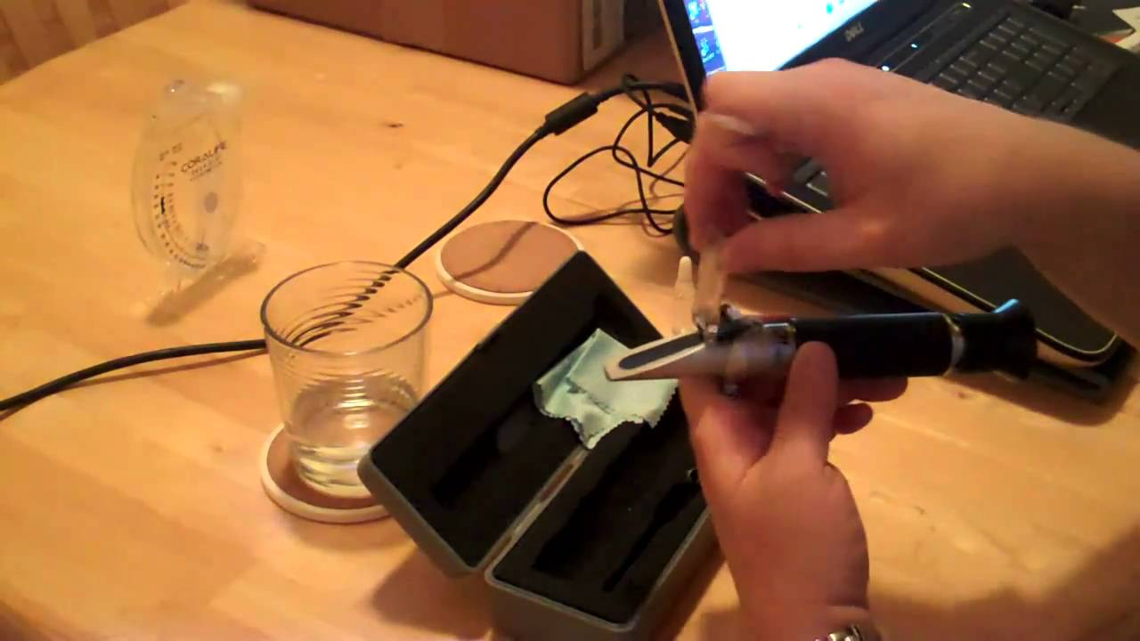 how to use a refractometer saltwater