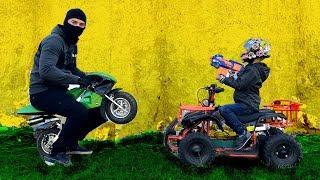 Угнали мотоцикл пока Марк катался на квадроцикле. Видео для детей.
