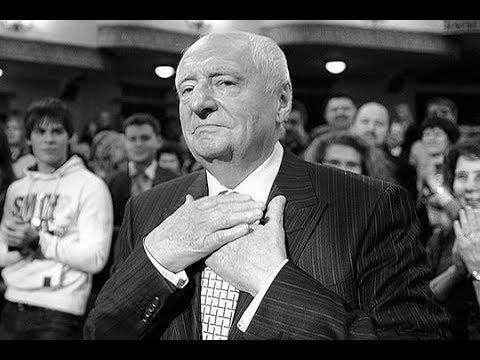 """В Москве овациями проводили в последний путь режиссера и худрука """"Ленкома"""" Марка Захарова"""