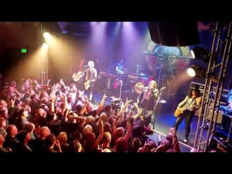 Guns N' Roses - Welcome To The Jungle - Live At The Troubadour 01/04/2016 (HQ)
