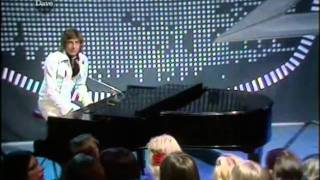 Barry Manilow - Trying To Get The Feeling (Live @TOTP in May 1976)