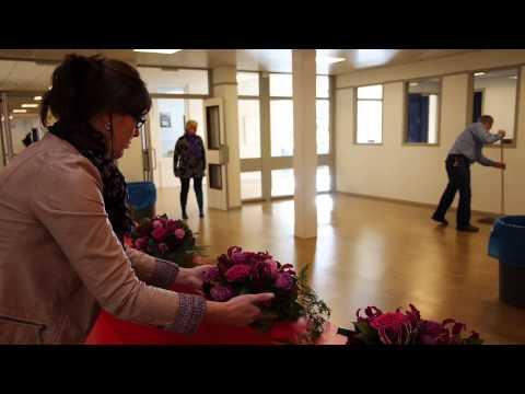 Bloemen bij opening Nassau school