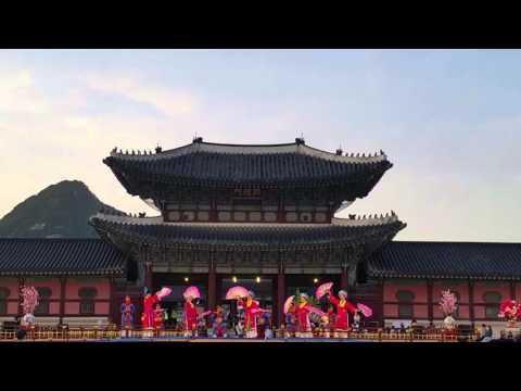 Nhã nhạc cung đình Huế tại Hàn quốc .
