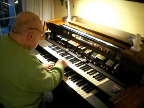 "Mike Reed plays "" Groovin' "" on the Hammond Organ"