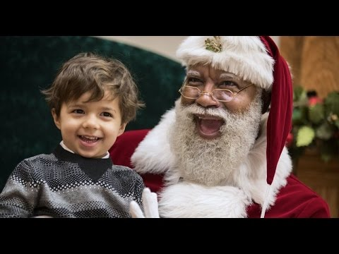 Racists call to BOYCOTT Mall of America over Black Santa