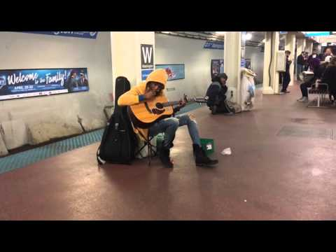 Subway performer stuns crowd with Fleetwood Macs Landslide- Chicago, Il- Blue Line, Washington S