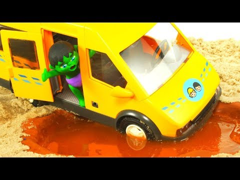 SUPERHERO SAVES THE BUS ❤ SUPERHERO PLAY DOH CARTOONS FOR KIDS