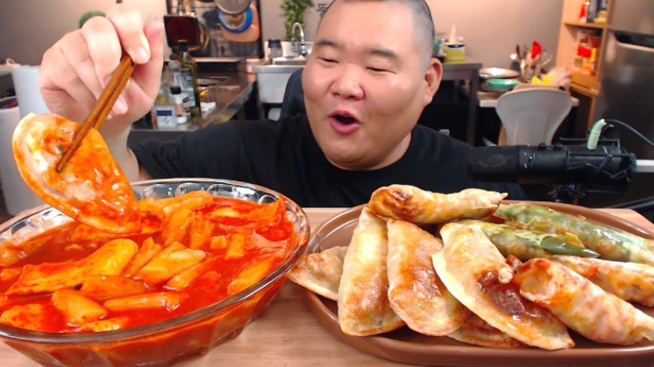 매운떡볶이에 모둠만두(숯불,고추,새우,고기,김치) 창화당 메뉴 먹방입니다. MUKBANG