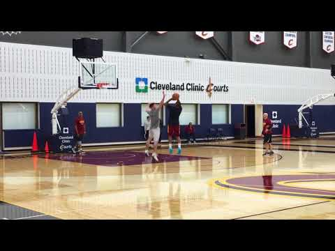 Isaiah Thomas plays controlled one-on-one following Cavaliers shootaround
