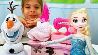 Видео для девочек - Эльза заморозила Розочку и Олафа