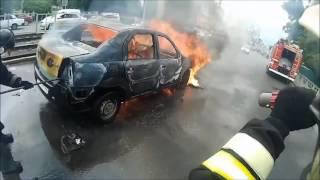 Тушение пожара в автомобиле от первого лица