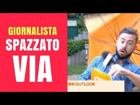 😂 METEOROLOGO vs RAFFICA DI VENTO: giornalista vola via in diretta - Meteo vendicativo, epic failure
