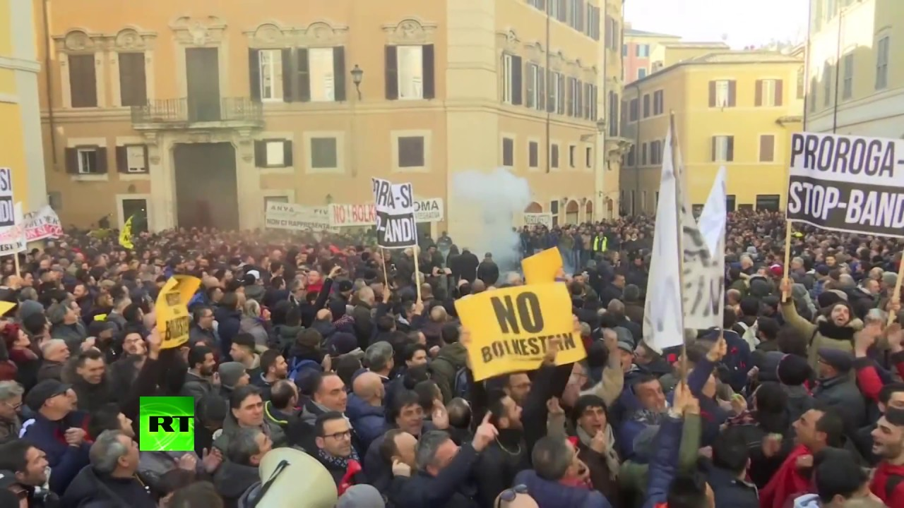 'No benefits for Uber!': Italian taxi drivers rally over latest Parliament amendment