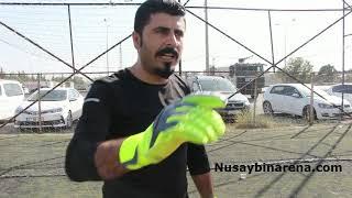 Nusaybin'de Kaleci Ahmet Ay, sahadaki çukurları battaniye ile kapattı