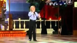 ПАРЕНЬ РВЕТ ЗАЛ! Копирует знаменитостей! видео прикол(, 2014-12-12T20:51:12.000Z)