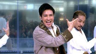 歌手の郷ひろみが、池袋・サンシャインシティ噴水広場で104枚目のシングル「JAN JAN JAPANESE」の発売記念ミニライブを行った。同曲は、「日本」をテーマにしたアップ ...