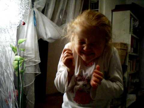 Russische Weihnachtsgedichte Für Kinder.Mädchen Erzählt Ein Gedicht Auf Russisch