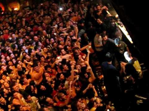Die Toten Hosen - Das Wort zum Sonntag   Argentina 04-2009 live  Campinos Sprung in die Menge
