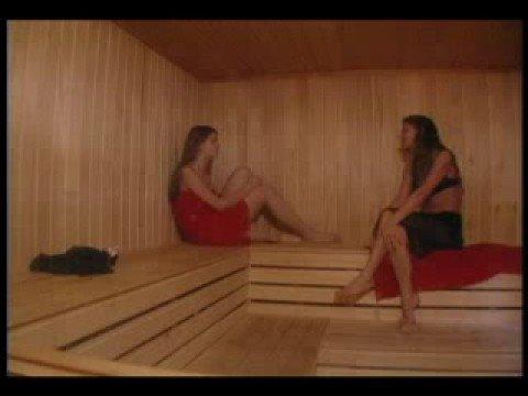 Дом 2: Виктория Карасева и Маша Политова поют в бане