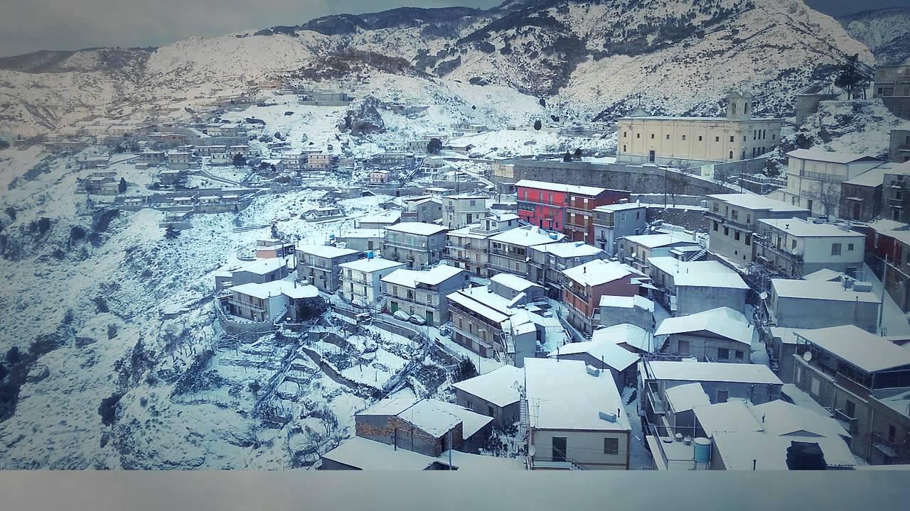 Roccaforte del Greco sotto la neve. 3 - YouTube