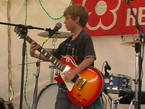 7-year-old-plays-led-zeppelin's-black-dog