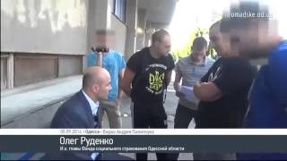 Одесса! «Правый Сектор» затолкал чиновника в мусорный бак(, 2014-09-07T09:13:42.000Z)