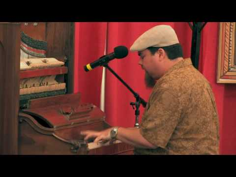 Marty Sammon plays Honeysuckle Rose by Fats Waller
