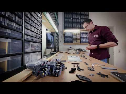 Liebherr - Building the LEGO Technic Liebherr R 9800 Excavator - Time lapse