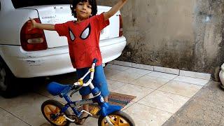 Ensinando Homem Aranha a Andar de Bicicleta thumbnail
