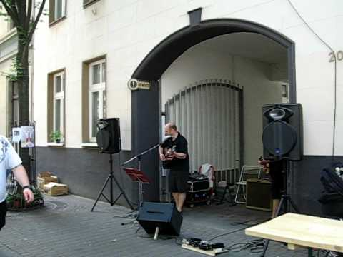 Platzkonzert auf der Rotehausstraße in Köln Ehrenfeld