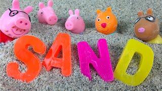 Peppa Pig Deletrea Una Palabra en un cajón de Arena - Aprender el ABCD - Educativo de aprender el alfabeto