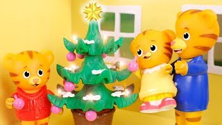 Daniel Tiger´s Toys 🐯 Adventures of Christmas with Daniel Tiger 🎄😁