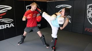 Taekwondo Girl vs Boxing Guy: Real Sparring