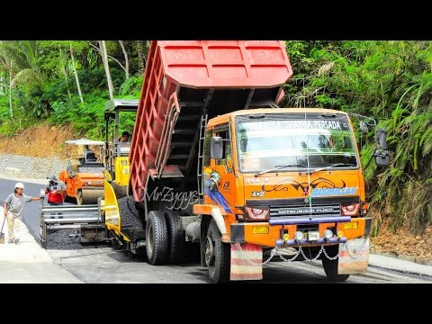 Asphalt Paver Finisher Sumitomo HA60C Dump Truck Laying New Asphalt