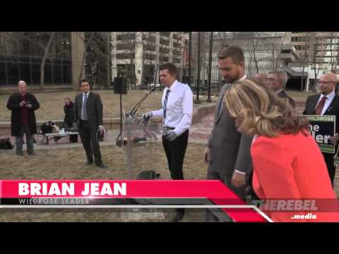 Wildrose Leader Brian Jean takes a chainsaw to government perks
