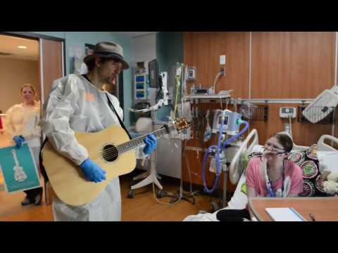Jason Mraz Serenades Patient at Children's of Alabama