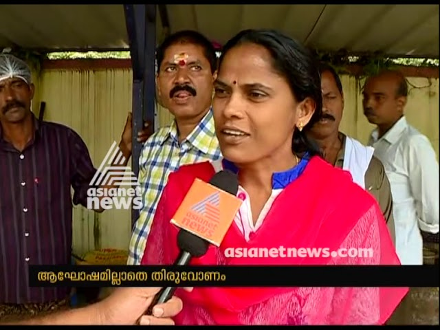 Kuttanad camp residents preparing Onasadhya at Relief camp