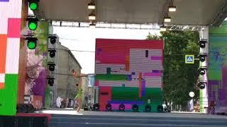 Новосибирск. День города-2019. Центральная сцена. Соня и Арина