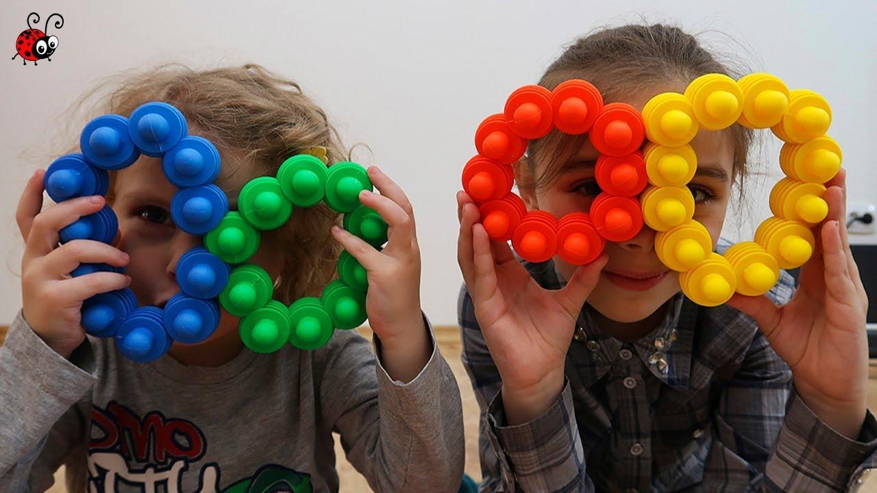 Ne jucam cu un Constructor Neobisnuit   Invatam culorile   Video educativ