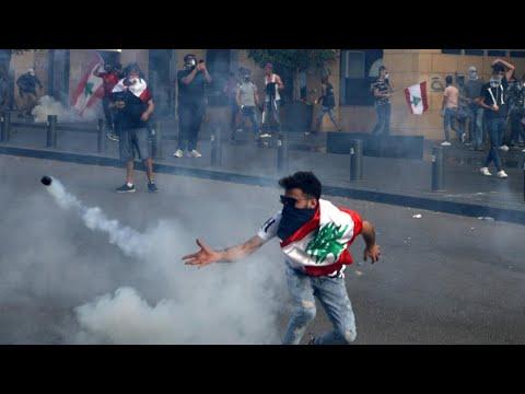 لبنان: احتجاجات على تردي الوضع الاقتصادي تخللها توتر مع أنصار حزب الله  - نشر قبل 4 ساعة