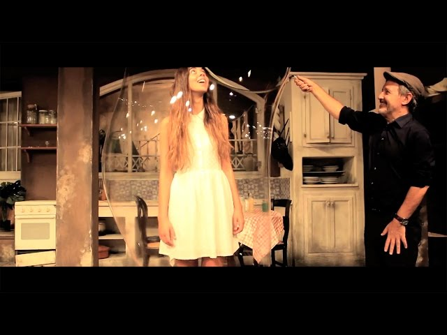 TONI XUCLÀ & SARA TERRAZA - Bombolles (Video Oficial)