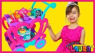 LAURINHA BRINCANDO DE CARRINHO DE CHÁ ! PLAY WITH MUSICAL TOY TEA PARTY CART