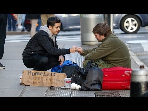 HELPING THE HOMELESS ON THANKSGIVING! (Touching Video)